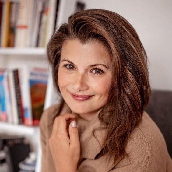 https://zaczytani.org/wp-content/uploads/2020/04/Agnieszka-Sienkiewicz.jpg