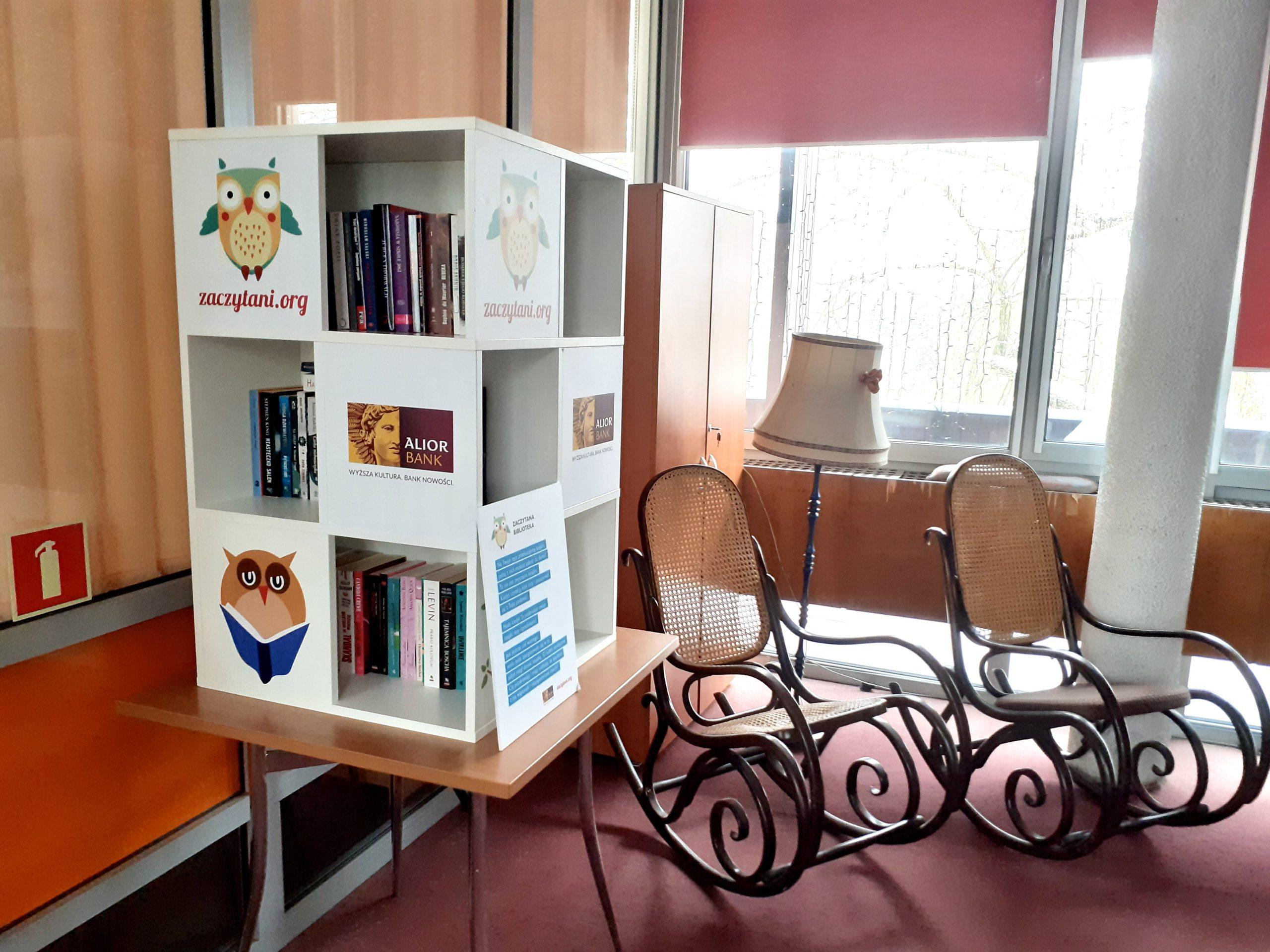 Zaczytana Biblioteka trafiła do Domu Pomocy Społecznej Włókniarz